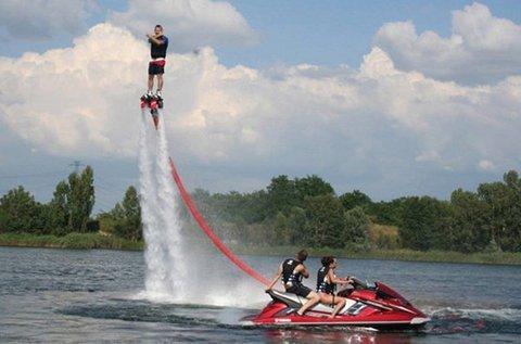 Flyboardozás elméleti és gyakorlati felkészítéssel