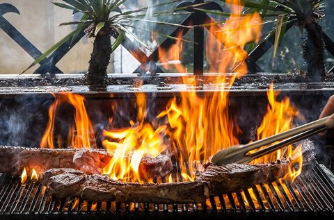 Faszenes grillen készült ételkülönlegességek