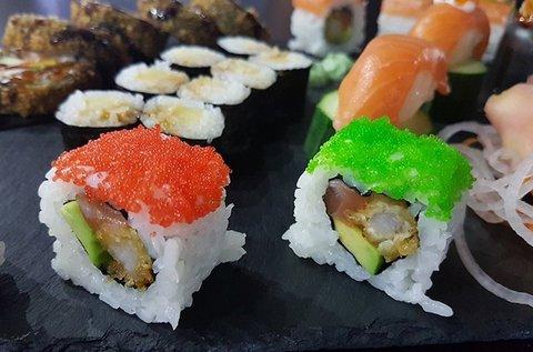 66 db-os szumo sushi szett 4 fő részére