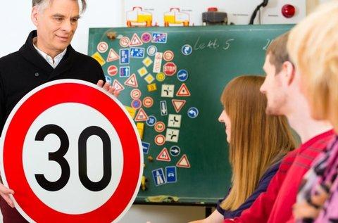 KRESZ elméleti képzés B kategóriás jogosítványhoz