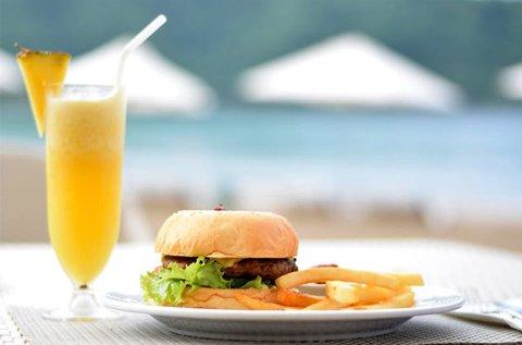 Olasz vagy ázsiai hamburger frissítő itallal