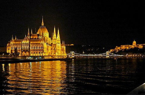 Romantikus éjszakai sétahajózás a Dunán 2 főre
