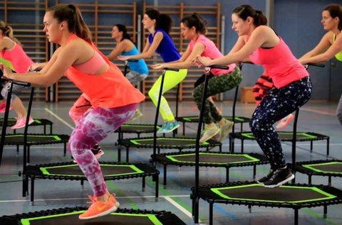 60 perces JumpingFit trambulinos edzés