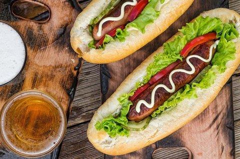 Amerikai hot dog 1 korsó sörrel vagy limonádéval
