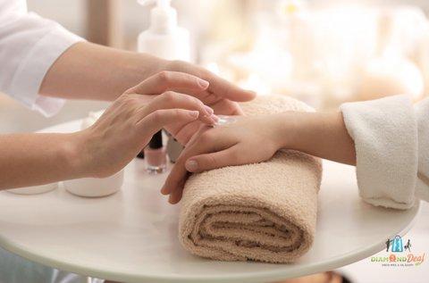 Japán manikűrözés hidratáló kézmasszázzsal