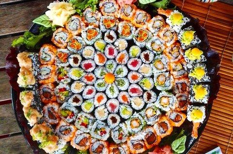 90 db-os sushi tál 4-6 fő részére makikkal