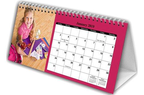 Vastag fotópapírra nyomtatott asztali naptár