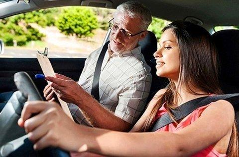 KRESZ elméleti oktatás 9 óra vezetéssel