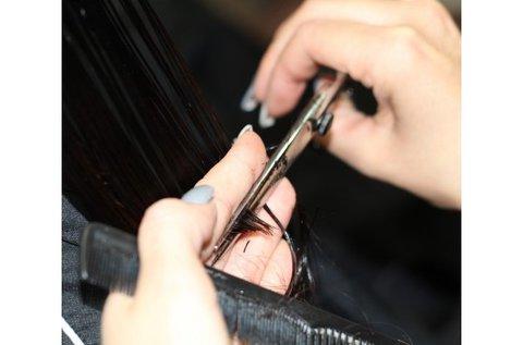 Női hajvágás keratinos hajápolással