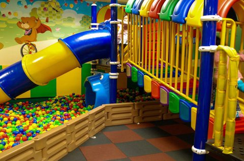 1 óra karácsonyi játszóház 3-10 éves gyerekeknek