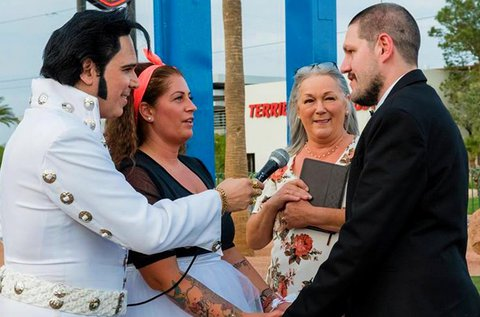 Elvis vezette esküvő fotózással Las Vegas-ban