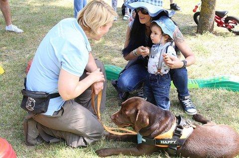 Családi élménykutyázás képzett terápiás kutyákkal