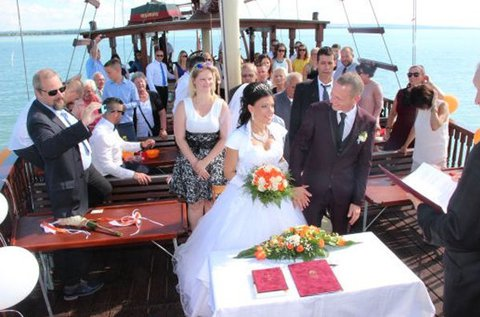Hajós esküvő a Balatonon, siófoki lakodalommal