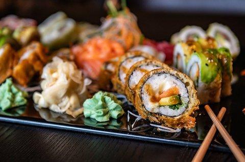 36 db-os ínycsiklandó japán sushi válogatás